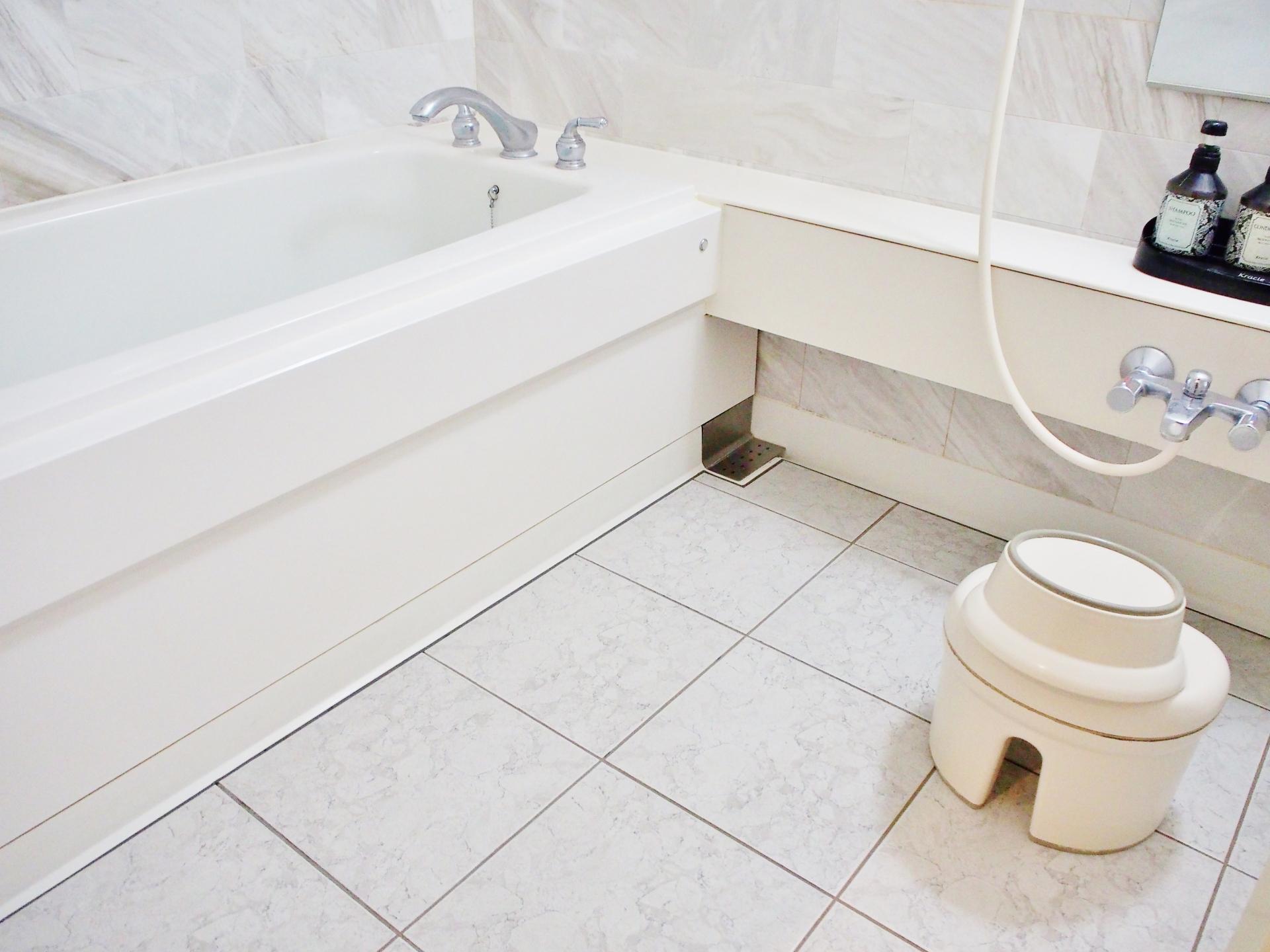 心永工務店のバスルーム床